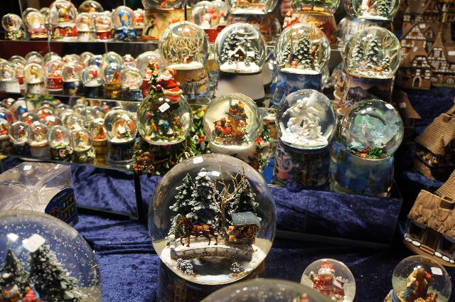 german snow globes